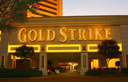 Het gouden Stakingshotel, Casino en Teken van Gokkentunica, Robinsonville de Mississippi Stock Fotografie