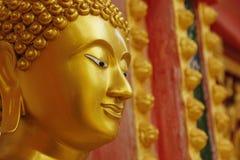 Het gouden standbeeld van Boedha Royalty-vrije Stock Foto's