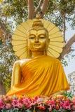 Het gouden standbeeld van Boedha Stock Fotografie