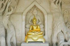 Het gouden standbeeld van Boedha Royalty-vrije Stock Fotografie