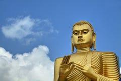 Het gouden Standbeeld van Boedha in Dambulla, Sri Lanka royalty-vrije stock afbeeldingen
