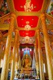 Het gouden standbeeld van Boedha in tempel Royalty-vrije Stock Foto