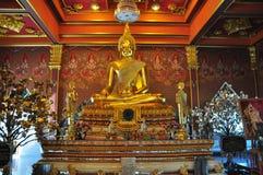 Het gouden standbeeld van Boedha in Wat Khun Inthapramun, Thailand Royalty-vrije Stock Foto