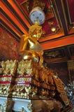 Het gouden standbeeld van Boedha in Wat Khun Inthapramun, Thailand Royalty-vrije Stock Foto's