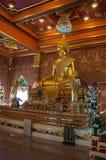 Het gouden standbeeld van Boedha in Wat Khun Inthapramun, Thailand Stock Fotografie