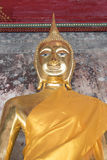 Het gouden standbeeld van Boedha, Wat Suthat in Bangkok, Thailand Stock Foto's