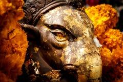 Het gouden standbeeld van gezichtsganesha Stock Foto