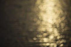 Het gouden water steekt achtergrond aan Stock Afbeelding