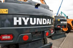 Het Graafwerktuig en het embleem van Hyundai Royalty-vrije Stock Afbeeldingen