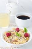 Het graangewas, de koffie en het sap van het ontbijt Stock Foto's