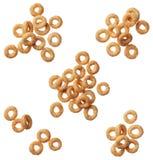Het graangewas van Cheerios dat op wit wordt geïsoleerd? Stock Foto