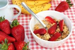 Het graangewas van het ontbijt met aardbeien royalty-vrije stock fotografie