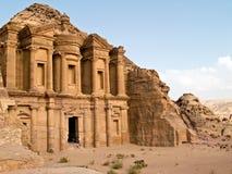 Het graf van het klooster - Petra, Jordanië Stock Foto's