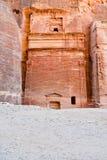 Het graf van Nabatean in Siq, Petra Stock Foto