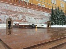 Het graf van onbekende militair in de tuin van Alexander ` s, het Kremlin, Moskou royalty-vrije stock fotografie
