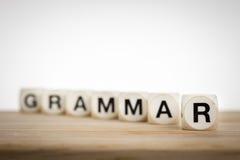 Het grammaticaconcept met stuk speelgoed dobbelt Stock Afbeeldingen