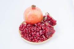 Het granaatappelfruit is rijk aan vitaminen Eet een fruit of een sap Royalty-vrije Stock Afbeeldingen