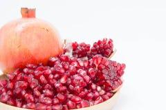 Het granaatappelfruit is rijk aan vitaminen Eet een fruit of een sap Royalty-vrije Stock Fotografie