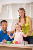 Het grappige aanbiddelijke familie paining Royalty-vrije Stock Foto