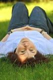 In het gras Stock Foto's