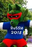 Het gras maakte symbool van het Kampioenschap van het Wereldvoetbal in Rusland 2018 wolf geroepen Zabivaka Royalty-vrije Stock Afbeelding