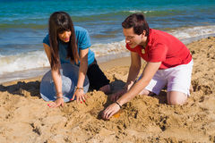 Het graven op het zand Royalty-vrije Stock Foto