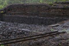 Het graven van de turf in een hoogland legt vast Stock Afbeeldingen