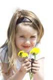Het graven in vuil voor bloemen Stock Foto