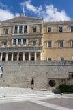 Het Griekse parlement bij Syntagmavierkant in Athene Griekenland royalty-vrije stock foto