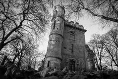 Het griezelige kasteel ruïneert Nicolae Romanescu-park Craiova Roemenië Royalty-vrije Stock Foto's