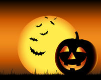 Het grijnzen pompoen met knuppels op backgound Halloween Stock Afbeelding