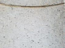 Het grijze steendetail van pijler met gesneden gouden lijn, hoogste derde van beeld heeft gouden lijn die neer buigen stock fotografie