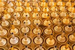 Het grintwater Het boeddhisme in Thaise traditie, gietend water is royalty-vrije stock afbeeldingen