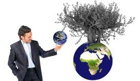 Het groeien van de aarde op boom royalty-vrije stock fotografie