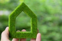 Het groene concept van het huispictogram royalty-vrije stock afbeelding
