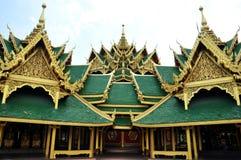 Het groene dak van het paviljoen in Thailand stock fotografie