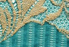 Het groene en gouden macroschot van de kant materiële textuur Royalty-vrije Stock Foto's