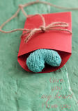 Het groene hart van Valentine in rode envelop Royalty-vrije Stock Foto