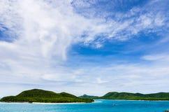 Het groene landschap van de eiland en overzeese aard Royalty-vrije Stock Afbeeldingen
