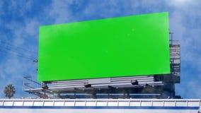 Het groene scherm Aanplakbord op de straat stock videobeelden