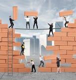 Het groepswerk bouwt nieuwe zaken Stock Foto's