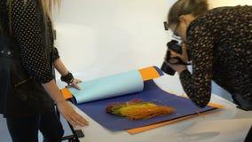 Het groepswerkmededeling van de coulissefotografie stock videobeelden
