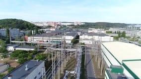 Het grondgebied van de fabriek van een hoogte stock videobeelden