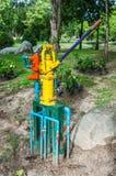 Het grondwater van de handpomp Royalty-vrije Stock Afbeeldingen