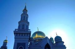 Het grootste deel van de moskee van Moskou op blauwe hemelachtergrond stock foto's