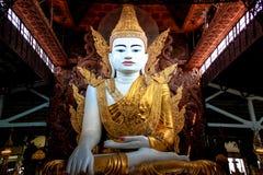 Het grote beeld van Boedha in Myanmar Stock Foto