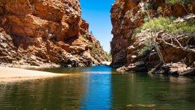 Het grote gat van de Ellerykreek in het binnenland Australië West- van Macdonnell Ranges NT royalty-vrije stock foto