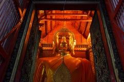 Het grote gouden standbeeld van Boedha Stock Afbeelding
