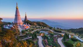 Het Grote Heilige Oriëntatiepunt van de Overblijfselenpagode van het Nationale Park Chiang Mai, Thailand van Doi Inthanon stock video