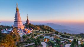 Het Grote Heilige Oriëntatiepunt van de Overblijfselenpagode van het Nationale Park Chiang Mai, Thailand van Doi Inthanon stock videobeelden